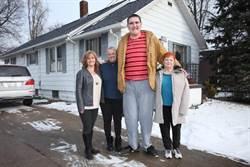 「高人一等」男孩230公分 仍在長高將破紀錄