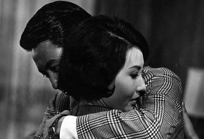 義大皇家特別推出「阿嬤的青春電影院」,像是經典片「情人的眼淚」,勾起公嬤年輕回憶。(義大提供)