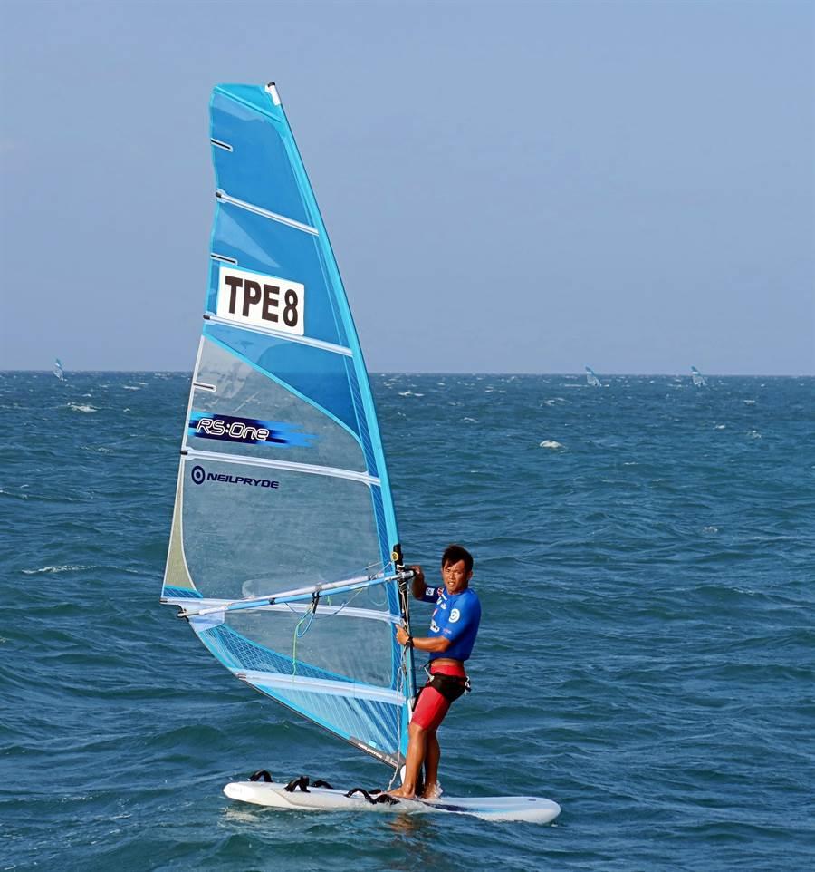 3屆奧運元老張浩在RS:One風浪板世錦賽暫居領先。(麗台運動提供)
