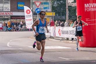 柏林馬拉松 台灣精品代表隊張嘉哲勇奪亞洲第二