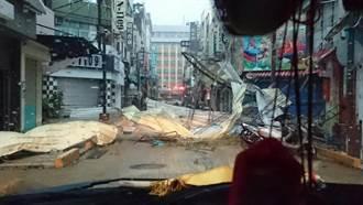 彰化市永樂街商圈 鐵皮建物倒塌無法通行