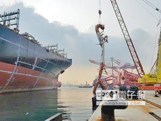梅姬來勢洶洶 高雄港上緊發條 風明輪拖回台船船塢