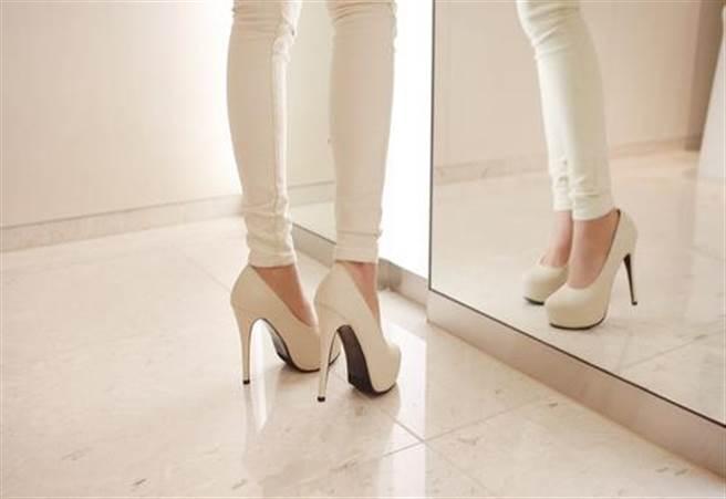 防止鞋子磨破腳的對策方法① 正確的走路姿勢(圖/4meee!(For me)提供)