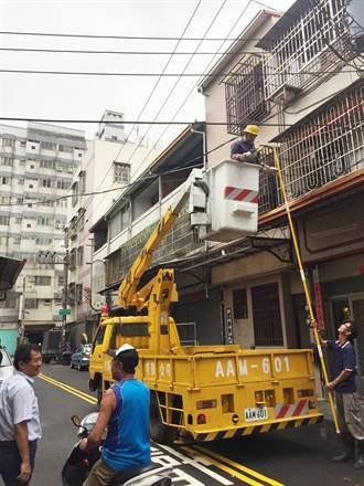 梅姬重創台中 台電搶修、市議員吳顯森也義務協助