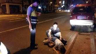 女醉癱路邊 警為防遭撿屍 協助護安危