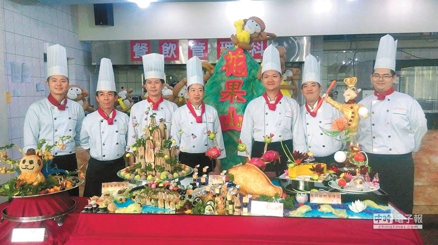 教師節雖放颱風假,楊梅永平工商為表現尊師之道,28日仍舉辦祭拜「廚藝祖師爺伊尹大典」。(永平工商提供)