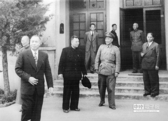 蔣公與李代總統在杭州會談。(漢雅資訊提供)