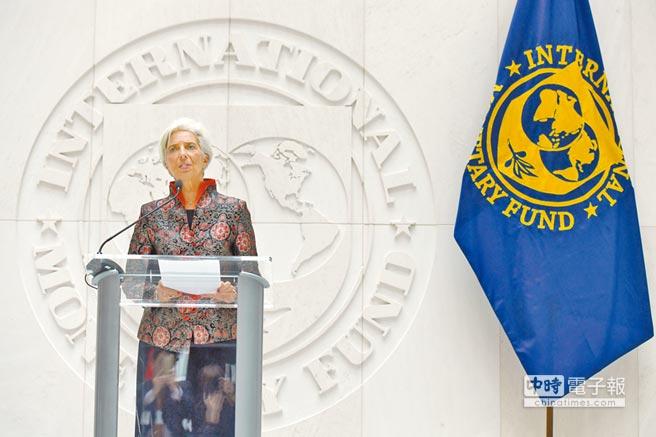 IMF總裁拉加德表示,人民幣納入特別提款權貨幣籃子,對國際貨幣體系來說具有歷史性的里程碑意義。    (新華社)