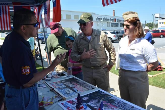 做為唯一一支參加本屆戰鷹周末的外國單位,中華民國空軍相當受到美國民眾歡迎。(許劍虹攝)