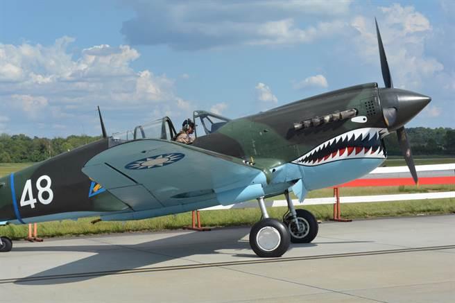 漆著青天白日徽的P-40戰鬥機準備升空。(許劍虹攝)