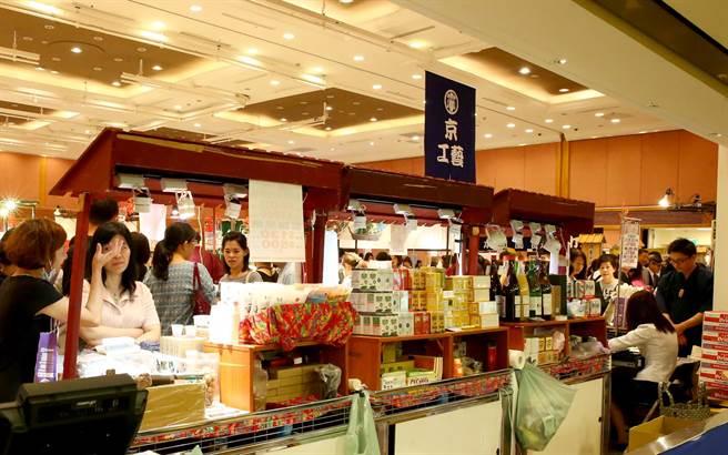 這次展覽有30家京都美食和工藝品。(粘耿豪攝)