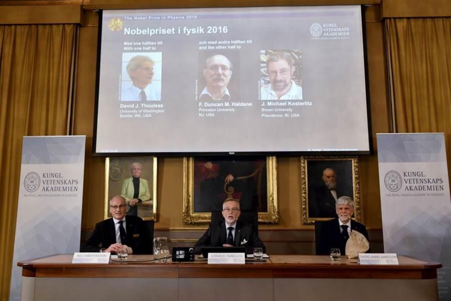 2016年諾貝爾物理獎公開現場,在座者為評選委員。(圖/美聯社)