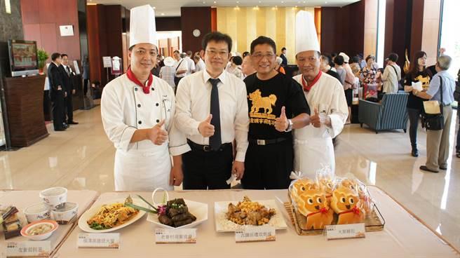 搶搭萬年季熱潮,蓮潭國際會館推出Q版火獅麵包與荷花宴。(吳江泉攝)