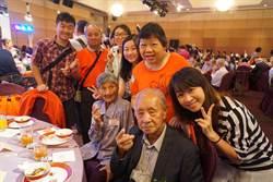 結婚當天才知對方模樣 鍾明進與妻攜手走72年