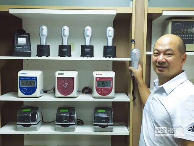 威富興業副總經理李家健表示,GuardTrak RFID感應式電腦巡邏鐘,可發揮安全、舒適、便利等無所不在的保全管理。圖/威富興業提供