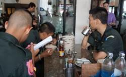 來泰國吃船麵  男生至少5碗才有感