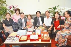 傳奇百歲女醫 97歲才退休 竹市長林智堅特別在重陽節前訪視慰問