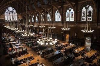 哈佛食堂員工史上首次罷工 學生囤積食物