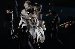 《戰火浮生》首次來台 劇場與音樂共舞