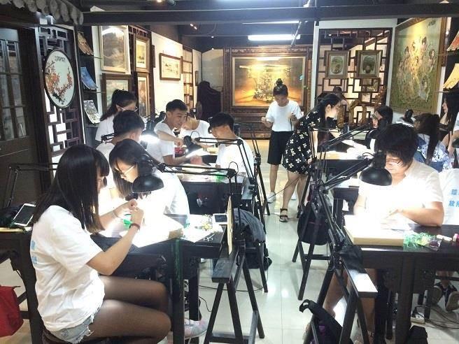 臺灣大華科技大學學生進行實習工作。(主辦單位提供)