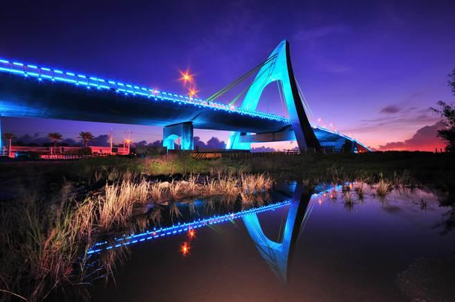跨海大橋光雕秀。(鵬管處提供)