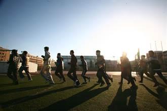 學校要求每學期跑120公里 定位防作弊