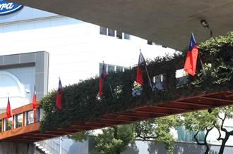 中市天橋國旗遭割破 今重新懸掛