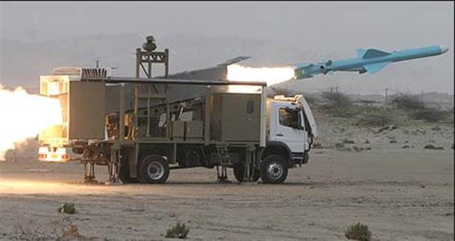 伊朗C-802飛彈發射車,此次襲擊美國艦隊的應該也是此類機動發射車。(圖/網路)