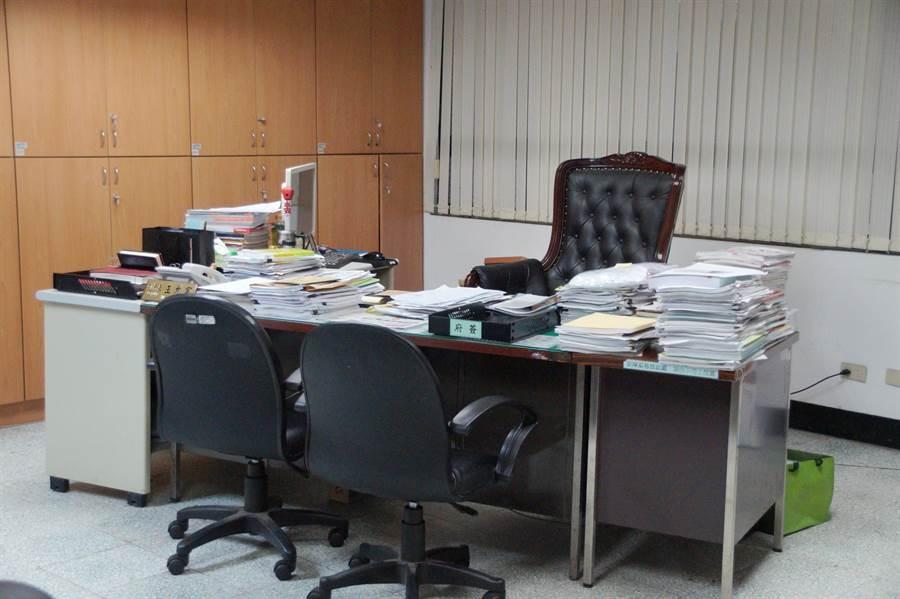 經濟發展局副局長王允宸辦公室遭搜索。(甘嘉雯攝)