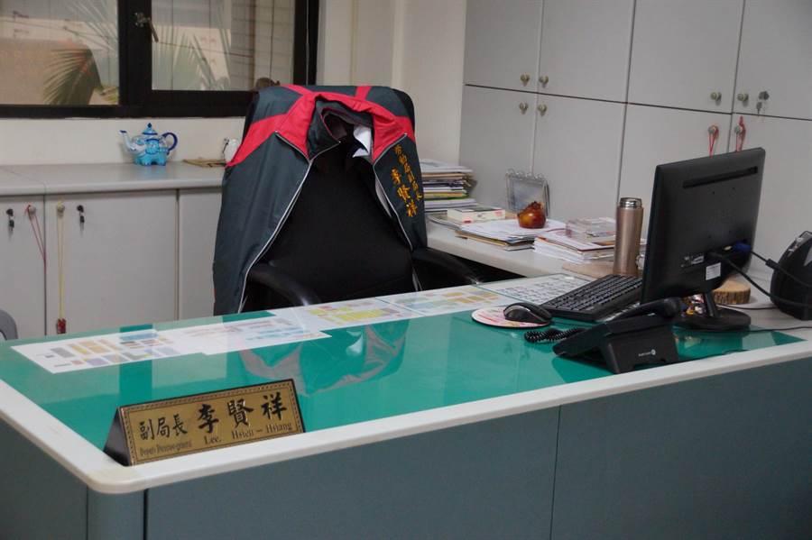 勞動局副局長李賢祥辦公室遭搜索。(甘嘉雯攝)