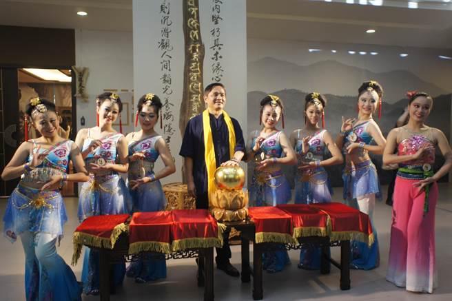 台中三森集團於文心路斥資上億元,打造全球最高階藝術展場,「三德沉香藝術中心」15日正式開幕。(馮惠宜攝)