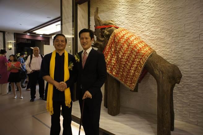 「三德沉香藝術中心」開幕,香港國際板HKIB(香港股權交易中心)主席黃詞瀚特別飛抵台灣參加。(馮惠宜攝)