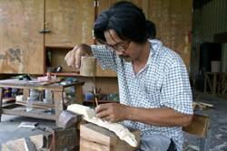 建築師傅靠原民木雕 代公司償還百萬工資