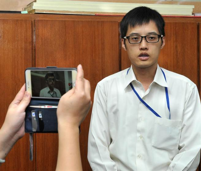 金門地檢署主任檢察官康惠龍表示,溫男交付移民署收容等待後續處理。(李金生攝)