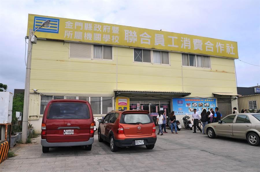 温起锋高调自拍暴露行踪,在县联社(金门县公教福利中心)遭到逮捕。(李金生摄