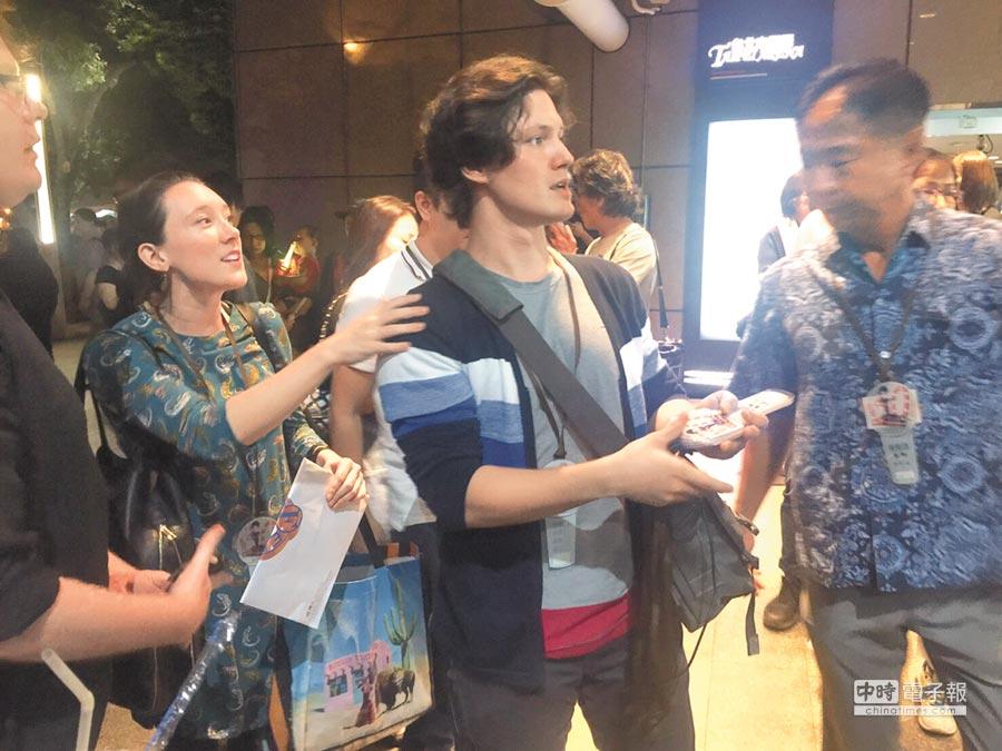 周華健的兒子周厚安(中)特地帶著女友來看演唱會。(黃保慧攝)