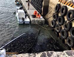 澎湖風大吹翻油桶  港區油污及時處理