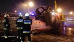 國1保時捷追撞 休旅車燒成廢鐵
