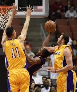 NBA》湖人最終熱身賽輸太陽 易建聯再受重用