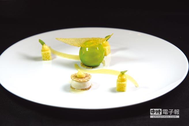用蘋果作甜點很常見,這〈綠蘋果.檸檬蛋糕.洋甘菊冰沙〉的形色味則展現米其林星級餐廳的風範。圖/姚舜