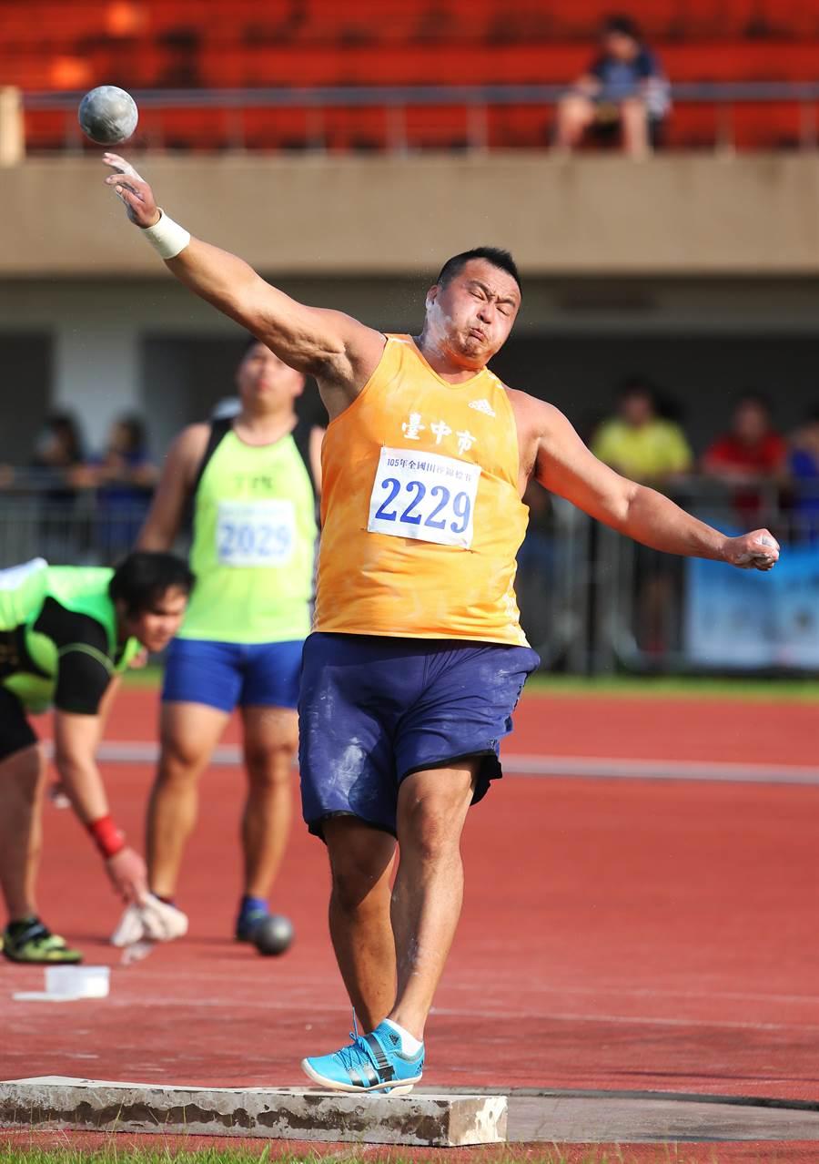 兩屆奧運國手張銘煌包辦全田賽鐵餅和鉛球雙金。(中華田協提供)