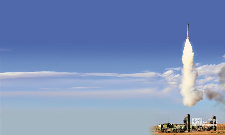 解放軍空軍加快推進防空反導能力,圖為空軍地面防空兵實戰化訓練。(新華社資料照片)