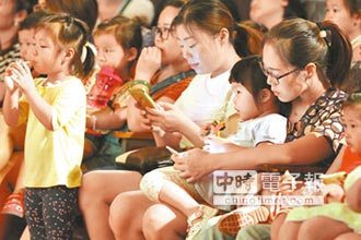陸小學生:爸媽二胎是手機
