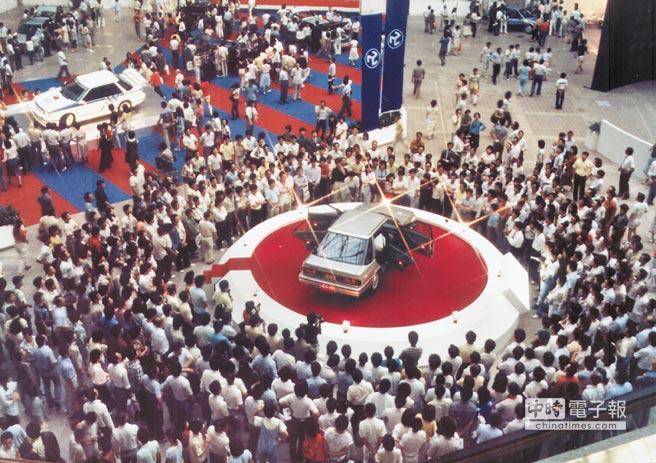 飛羚101於1986年10月25日在台北世貿一館發表。