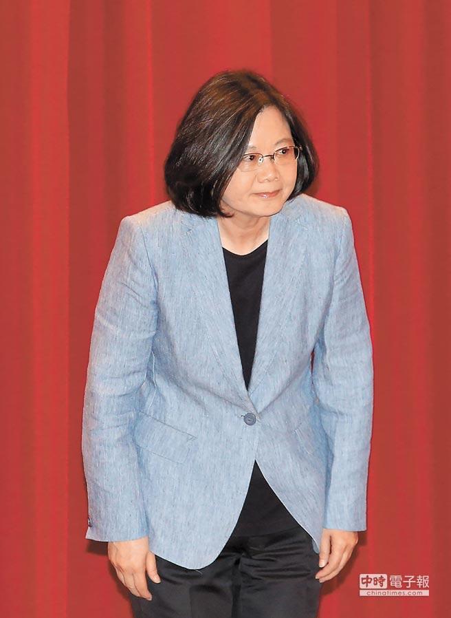 總統蔡英文24日出席「105年僑務委員會議」開幕典禮。(本報系記者王英豪攝)