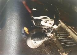 失速撞車再撞電線桿 無照少年肝臟破裂不治