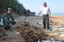 小金門海灘 2天內「出土」55顆地雷、1枚未爆彈