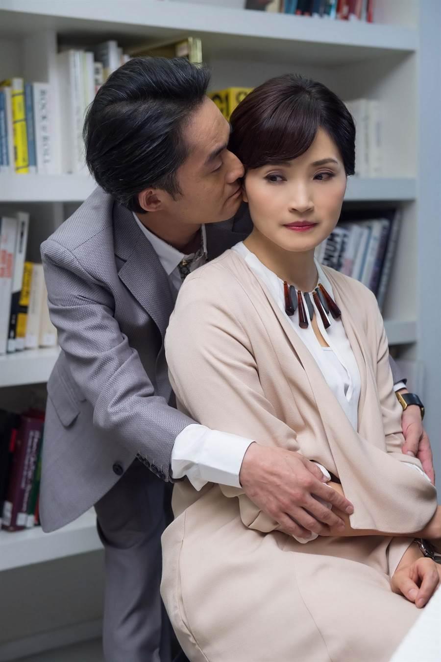 江國賓和方季惟拍親密戲。(TVBS提供)