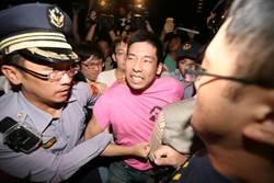圖輯》前學運成員王奕凱率眾 佔領中山南路抗議