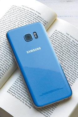 郭源元愛自拍 秀Galaxy S7 edge冰湖藍搶眼
